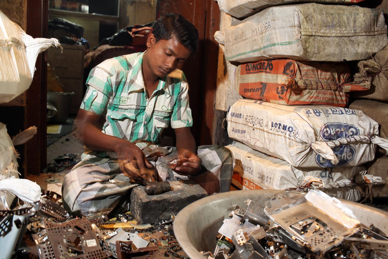 India S Electronic Waste Problem Pulitzer Center